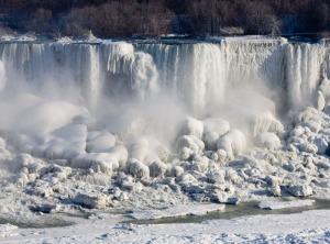 niagara-falls-frozen-solid1